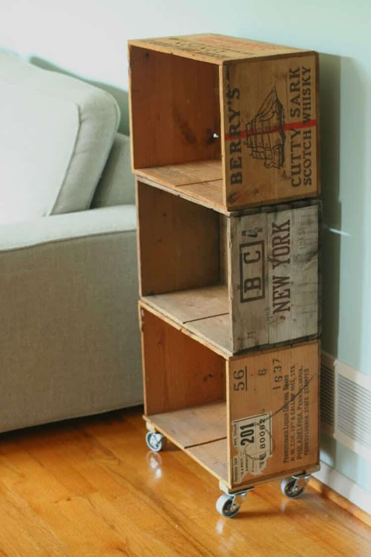 Reciclar cajas de vino y transformarlas en una estantería con ruedas