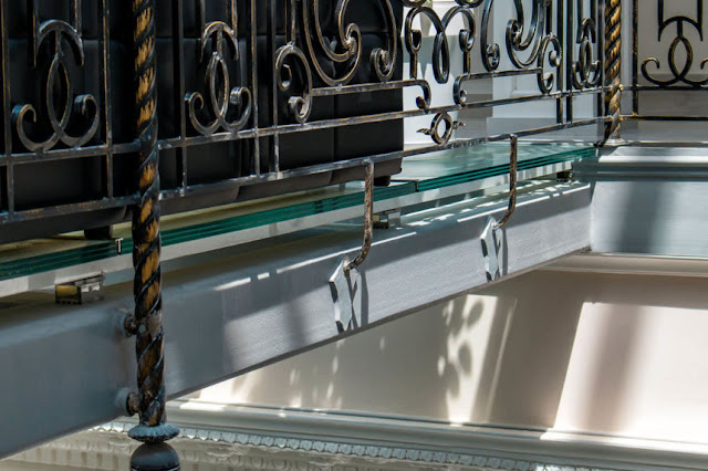 How to install glass floors?