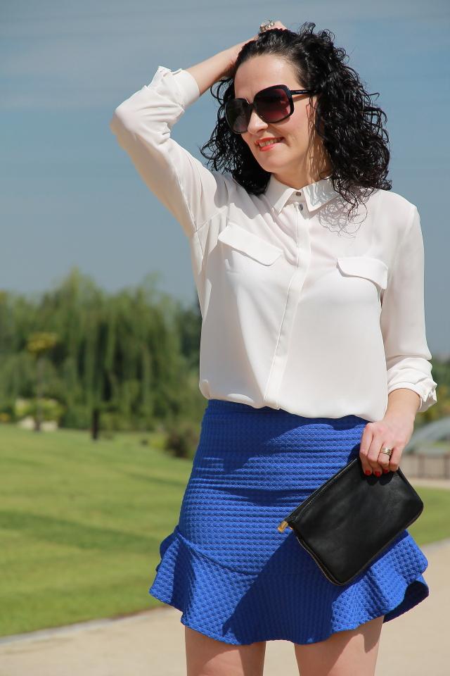 1a44e07a49 MI LOOK CON FALDA DE VOLANTES AZUL KLEIN - Black Dress Inspiration
