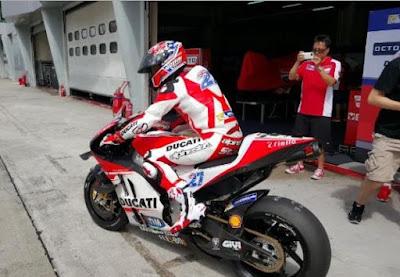 Casey Stoner Sambut Kedatangan Lorenzo di Ducati