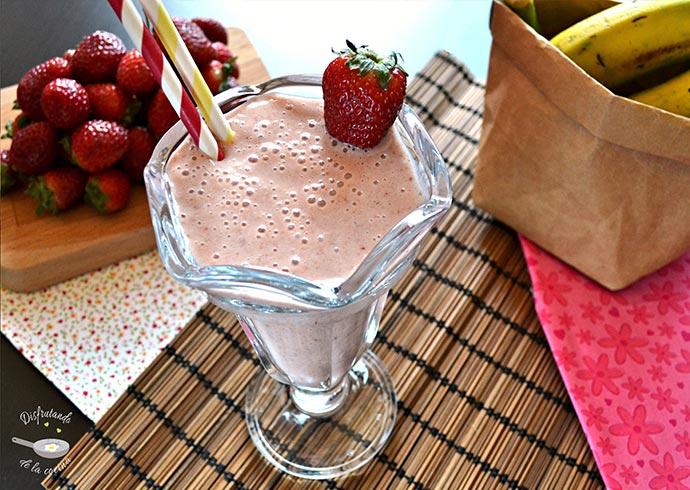 Batido de fresas y plátano (Receta fácil)