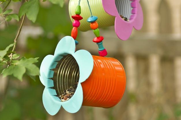 10 maneras creativas de reciclar latas, semillero para pájaros