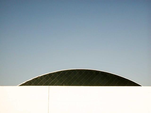 """Anexo do Museu Oscar Niemeyer - MOM, conhecido como o """"Olho"""""""