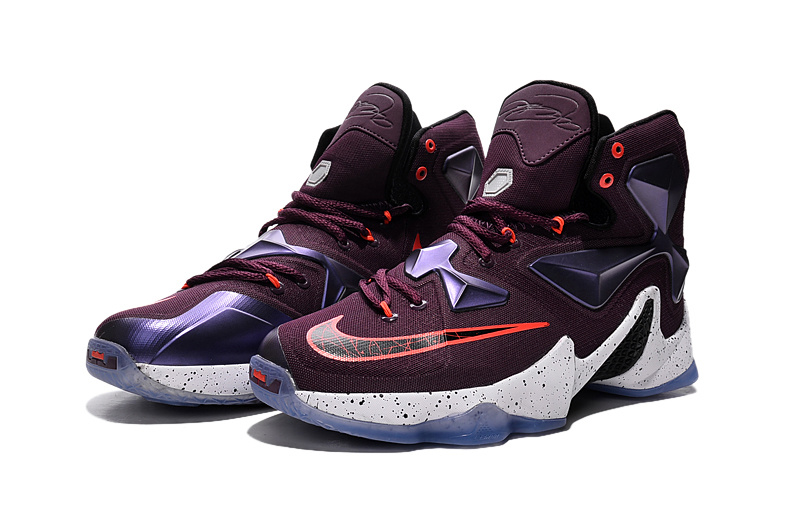 0f99394252fb It combines lockdown fit and dynamic cushioning to match LeBron James s  power and speed. The breathable mesh upper hugs the foot