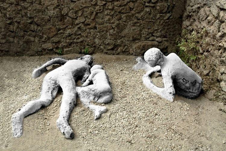Pompei kavmi yok olmadan evvel tam bir sefaat ve sapkınlık içinde yaşamaktaydı.