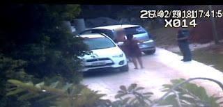 Bancária é presa fazendo sexo oral em menino dentro de carro de luxo no Morro do Moreno