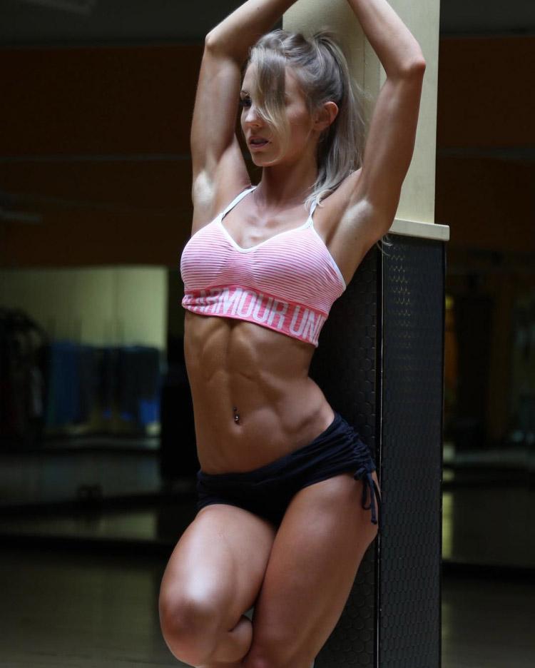 Fitness model Rachel Scheer