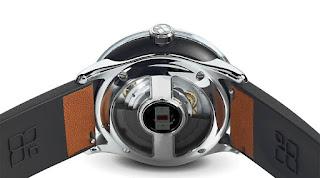 Smartwatch ini Bisa Charging sendiri menggunakan Tenaga kinetik
