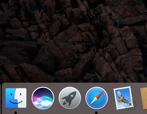 可以在 Dock 上點擊圖示呼叫 Siri