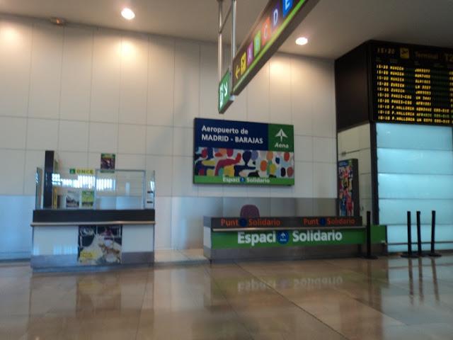 'cacerolada' en la T4 de Barajas en contra de la privatización de AENA