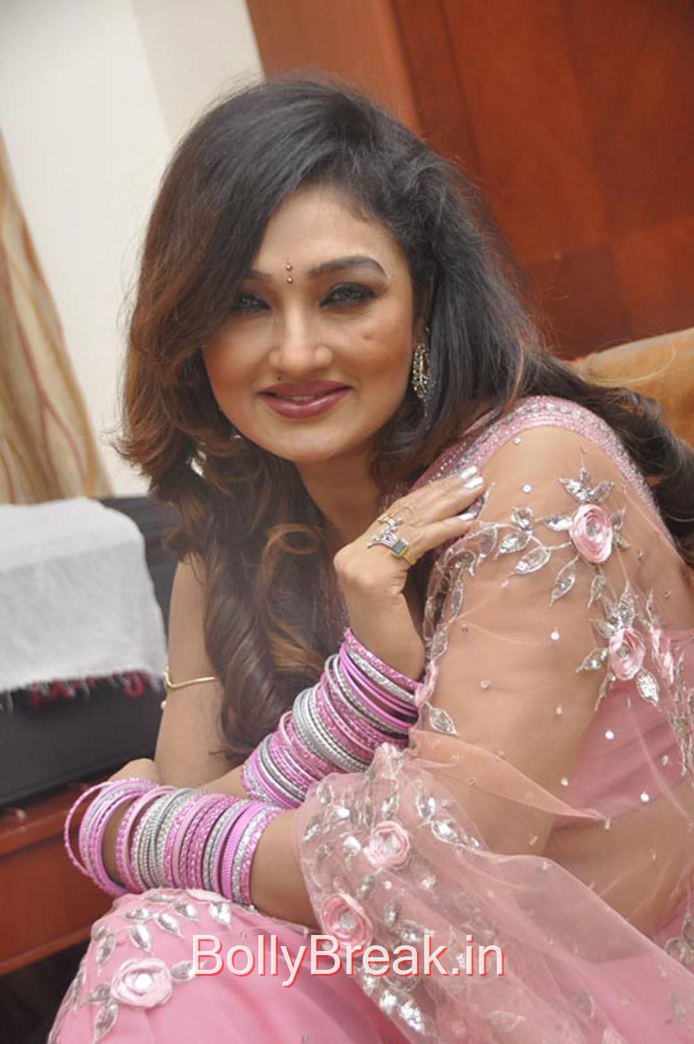 Ramya Sri Photo Gallery with no Watermarks, Ramya Sri Saree Hot Pics, Ramya Navel Photo gallery 2015