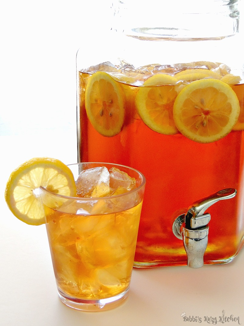 Cool that summertime heat with some good Old Fashioned Sun Tea  with lemon from www.bobbiskozykitchen.com