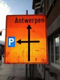 Verkeersbord richting gevend naar Antwerpen en De Parking
