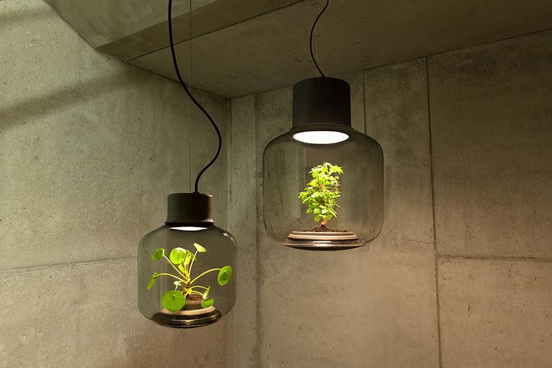 Las lamparas Mygdal Plantlamp traen la vida a los espacios sin ventanas