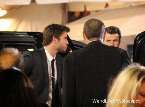 Liam Hemsworth arriving to the Thor: The Dark World premiere