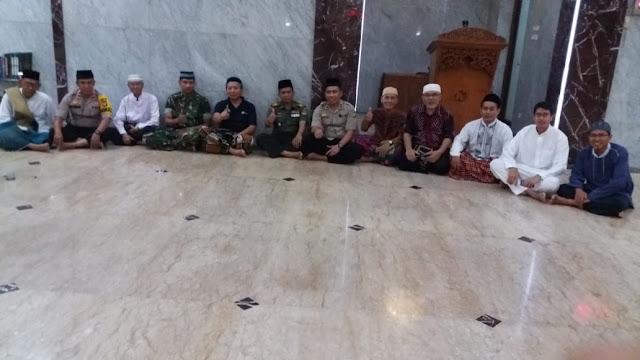 Safari Ramadhan Kapolsek Kembangan Menjadi Mu'Adzin Masjid Al-Ikhwan