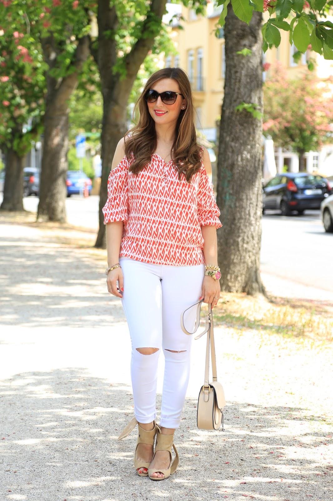 Off-Shoulder - Off-Shoulder Bluse - weiße Hose - Nude Heels - was zieht man im sommer an - Inspirationen für den Sommer - Sommertrend 2016 - Fashionblogger Looks