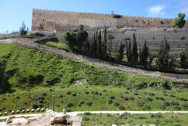 Les murailles de la vieille ville de Jérusalem du côté de la Vallée de Kidron