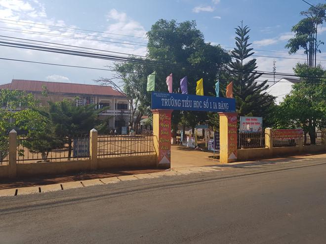 Gia Lai: Phó bí thư xã xông vào trường đánh học sinh lớp 5
