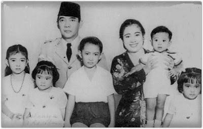 Fatmawati dan Bung Karno Bersama Anak