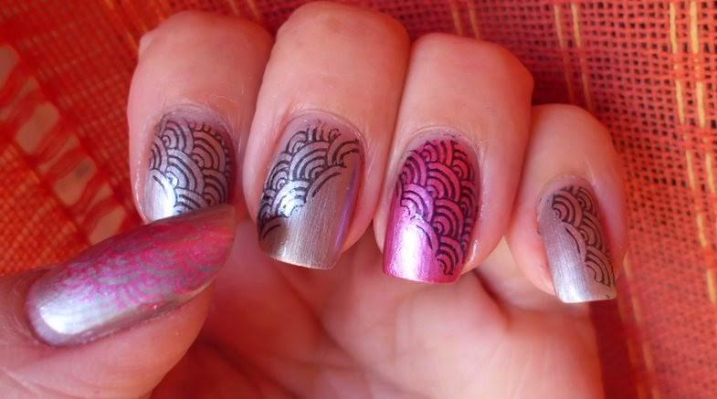 manicura estampada rosa