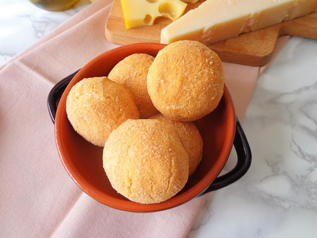 Z cyklu: Domowe pieczywo - Serowe bułeczki z tapioki, bez glutenu (Panini al tapioca, senza glutine)