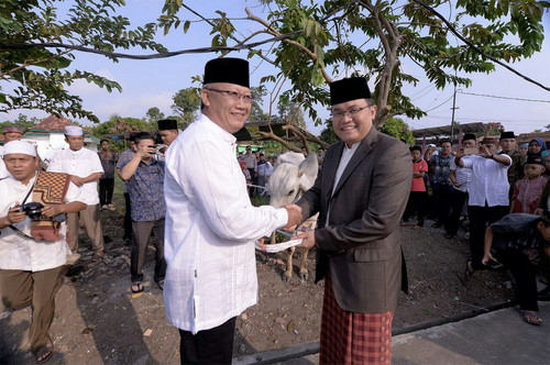 Bupati Bersama Wabup Sholat Ied di Jami' An-Nur Sekayu