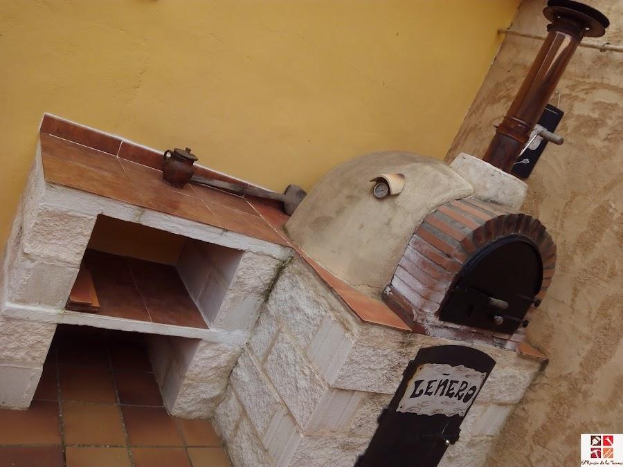 horno y mesa auxiliar de obra