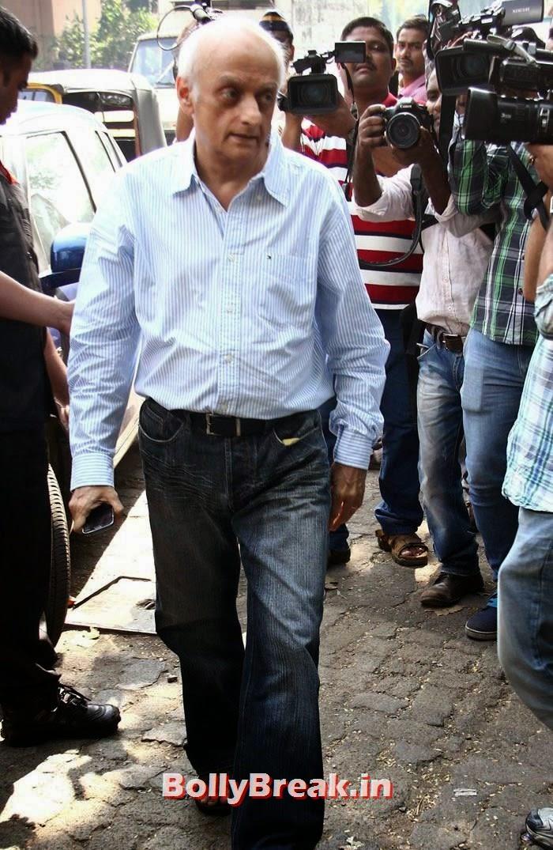 Mukesh Bhatt, Celebs Visit Ravi Chopra's Funeral