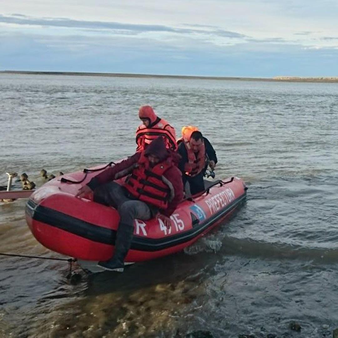 Prefectura rescata a un pescador atrapado