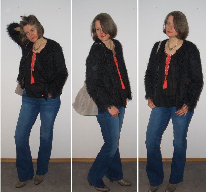 Schlagjeans-Cowboystiefel-Tunikabluse-Felljacke-kombiniert
