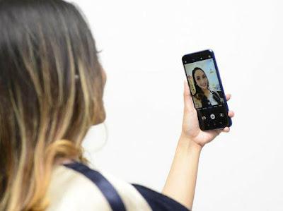 Mencoba fitur kamera depan Huawei Nova 3i