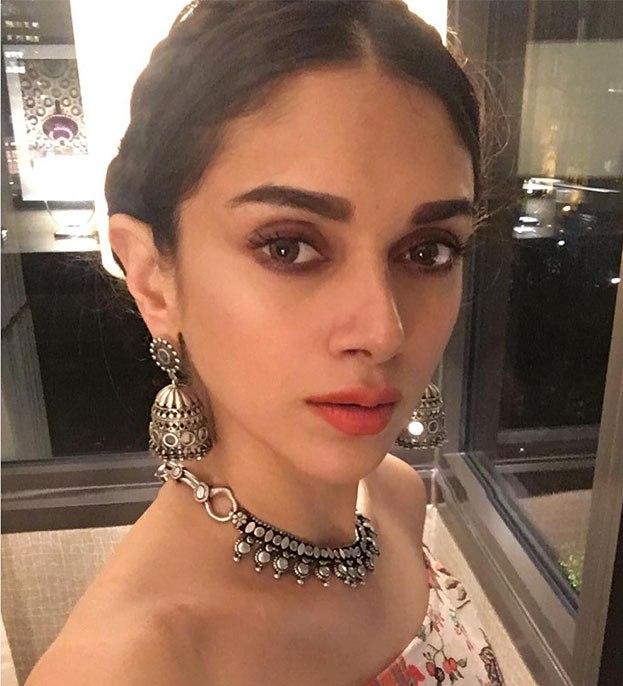 Aditi Rao Hydari Stylish Sterling Necklace And Earrings