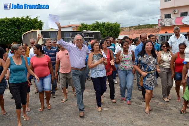 População Tanhaçuense recebe Prefeito João Francisco de braços abertos