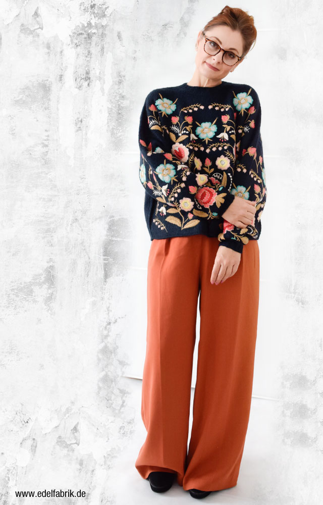 look mit dem Blogger Pullover von Zara, Blumen
