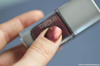 Review: 9 Bloggers Favourites von CATRICE - Chrome Infusion Nail Laquer Tragebild - www.annitschkasblog.de