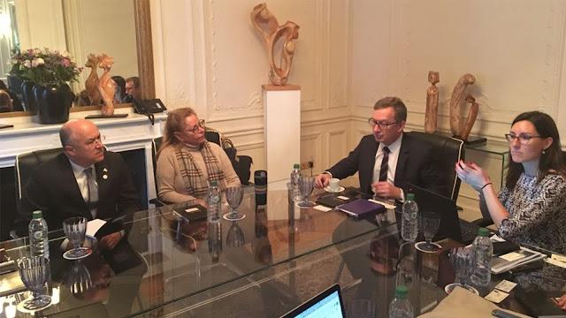 "Delegación dominicana llega a Francia para participar en cumbre del clima ""One Planet Summit"""