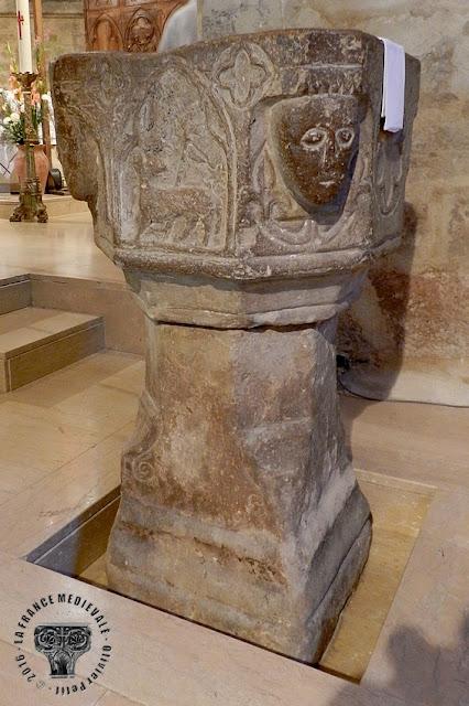 MEZE (34) - Cuve baptismale (XVe siècle)