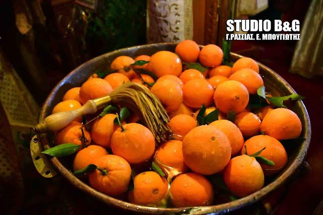 Το έθιμο με τα πορτοκάλια στον Αγιασμό των υδάτων στο Άργος