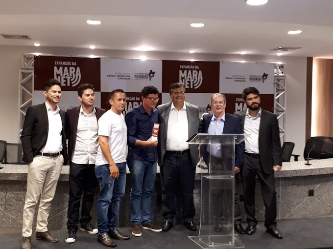 Levi Pontes e governador Flávio Dino fazem entrega simbólica de internet gratuita para prefeito de Paulino Neves