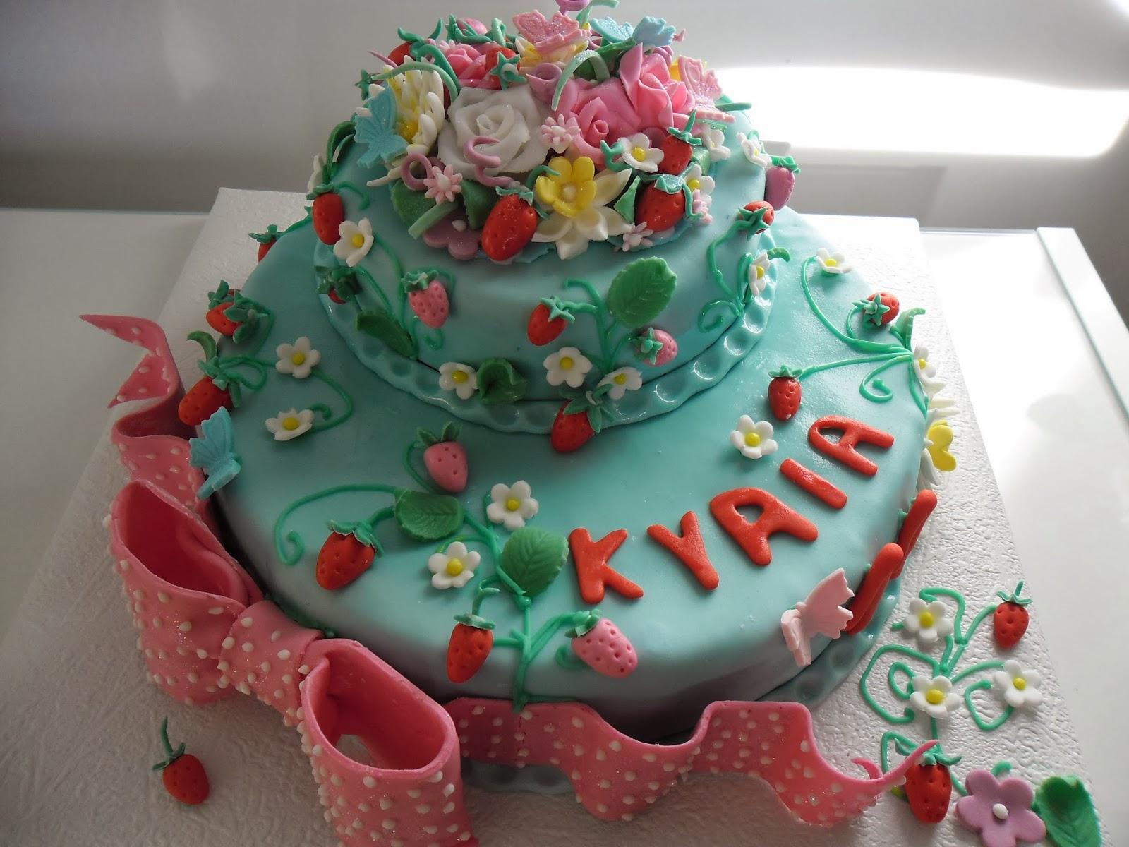 gâteau aux fraises en pâte à sucre | gateaux d'aline