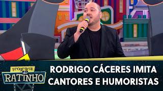 Rodrigo Cáceres imita cantores e humoristas para o Ratinho