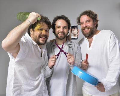 Caito Mainer, Raul Chequer e Leandro Ramos na mensagem de fim de ano — Foto: Fábio Rocha/ TV Globo