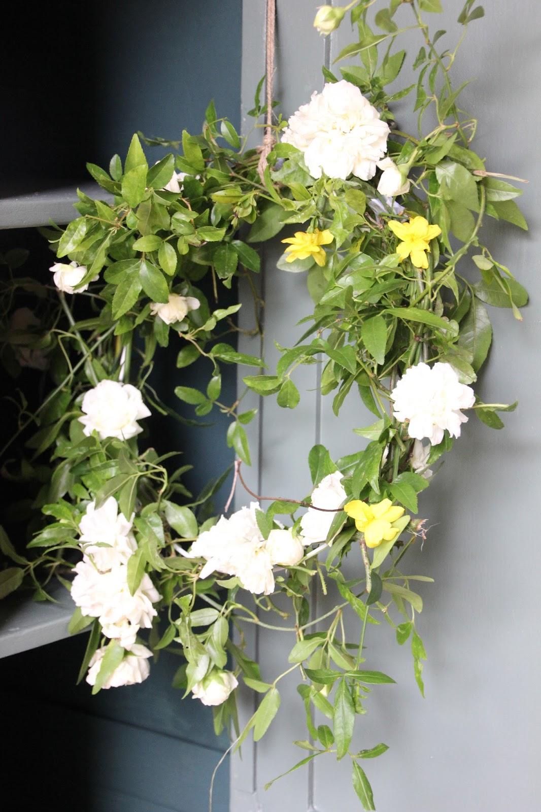 Regardsetmaisons ma couronne de fleurs homemade for Couronne de fleurs