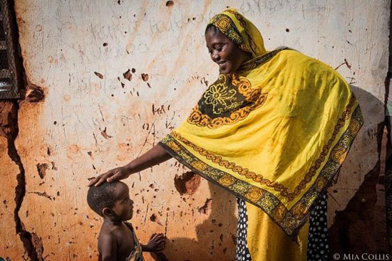 Safari Fusion blog >< [Colour crush] Yellow | Mother and child, Kigoma Tanzania photograph by Mia Collis