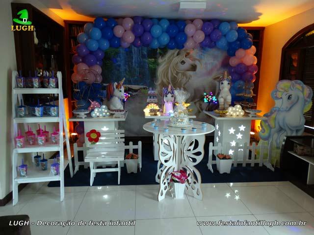 Mesa decorada para festa de aniversário teen - Unicórnio