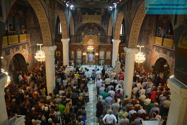 Χιλιάδες κόσμος σήμερα το πρωί στον Ι.Ν. Αγίας Παρασκευής Κατερίνης! (Η κρίση φέρνει τον κόσμο στην εκκλησία;) (ΦΩΤΟ)