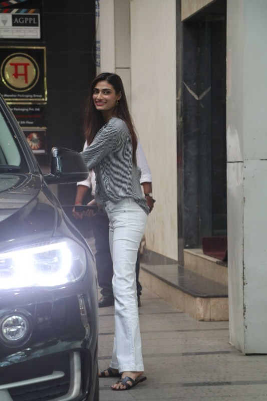 Athiya Shetty Visited Ashutosh Gowariker's Office