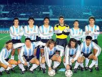 Selección de ARGENTINA - Temporada 1990-91 - Basualdo, Darío Franco, Vázquez, Goycoechea, Altamirano y Ruggeri; Caniggia, Simeone, Batistuta, Leo Rodríguez y Astrada - ARGENTINA 2 (Cholo Simeone y Batistuta), COLOMBIA 1 (De Ávila) - 21/07/1991 - Copa América, fase final, último partido - Santiago de Chile, Chile, Estadio Nacional - Argentina gana su décimo título