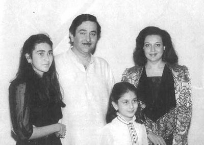 Childhood Photos: Kareena and karishma childhood pictures